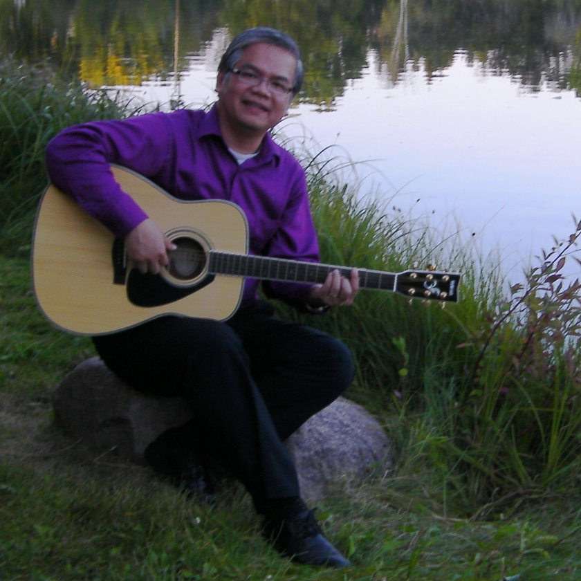 dune-nguyen-playing-guitar-at-a-park-2