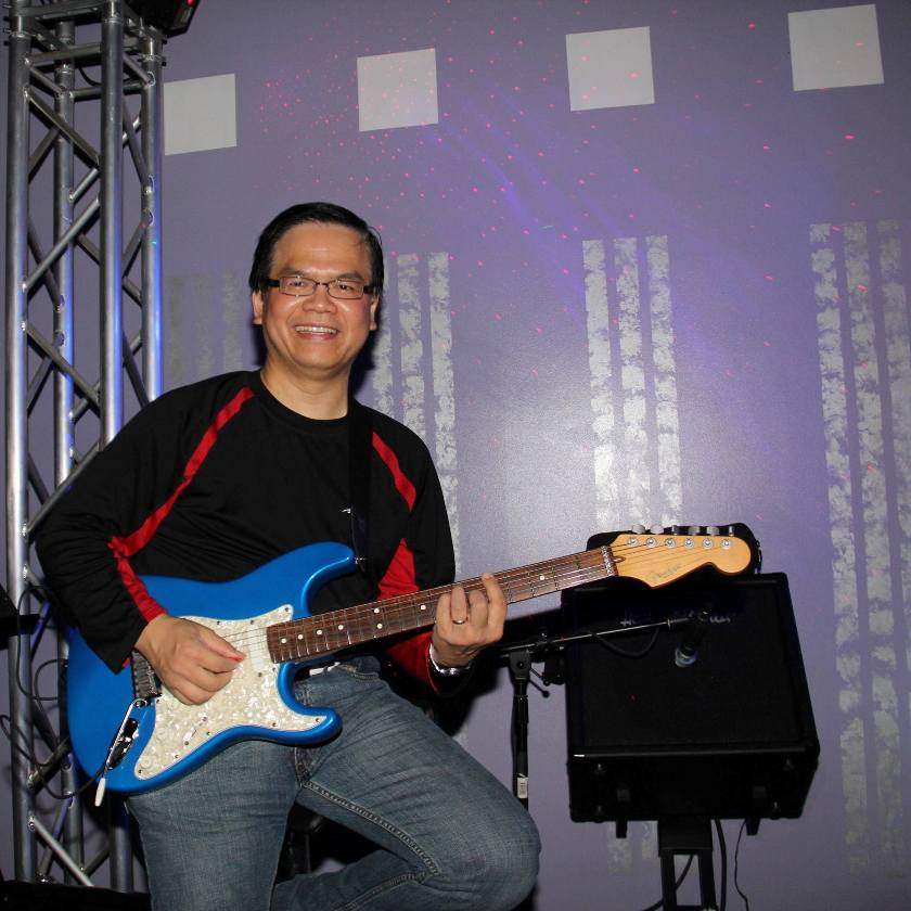 dune-nguyen-with-fender-guitar