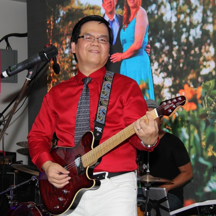 dune-nguyen-with-musicman-guitar